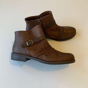 Baretraps Ankle Boots Size 9.5 NWT